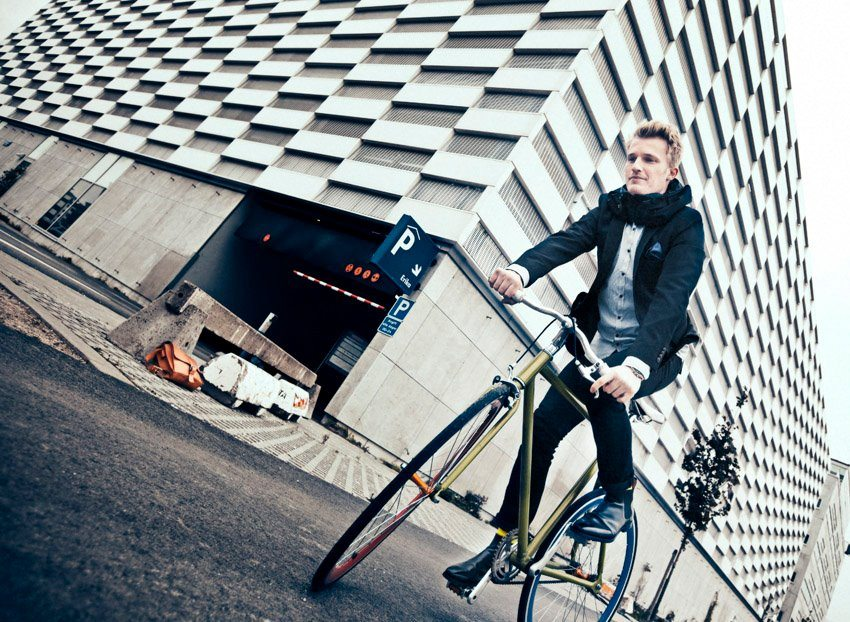 Hovding-casque-futuriste-invisible-airbag-integre-velo-cycliste-fashion