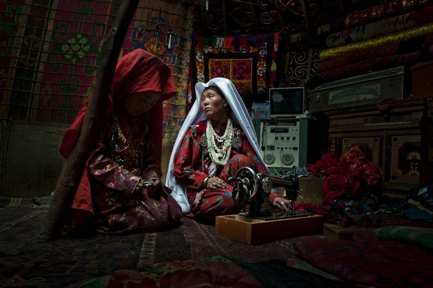 National-Geographic-traveler-photo-contest2012-01-Butterfly-Cedric-Houin-Wakhan-Corridor-Afghanistan