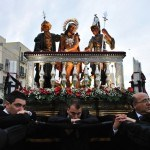 National-Geographic-traveler-photo-contest2012-03-Devotees-Andrea-Guarneri-Trapani-Sicily-Italy