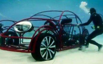 Une cage à requin mobile en forme de Volkswagen New Beetle