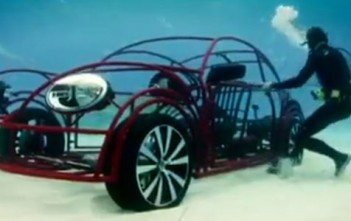 cage-requin-mobile-volkswagen-new-beetle-discovery-channel-shark-week