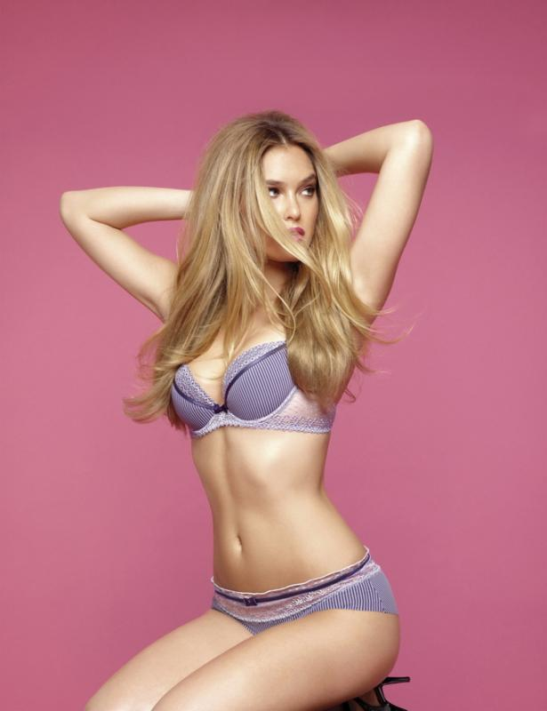 Bar-Refaeli-lingerie-sexy-Passionata-aout-2012-07-Lovely-Passio2
