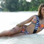 Laurie-Thileman-en-maillot-de-bain-bikini-sexy-01