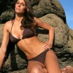 Laurie-Thileman-en-maillot-de-bain-bikini-sexy