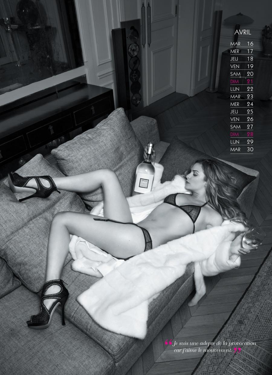 Clara Morgane calendrier sexy 2013 avril