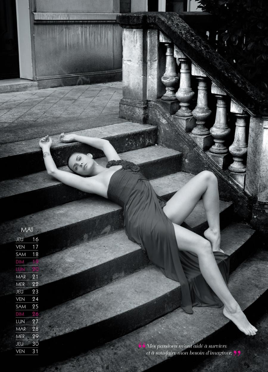 Clara Morgane calendrier sexy 2013 mai