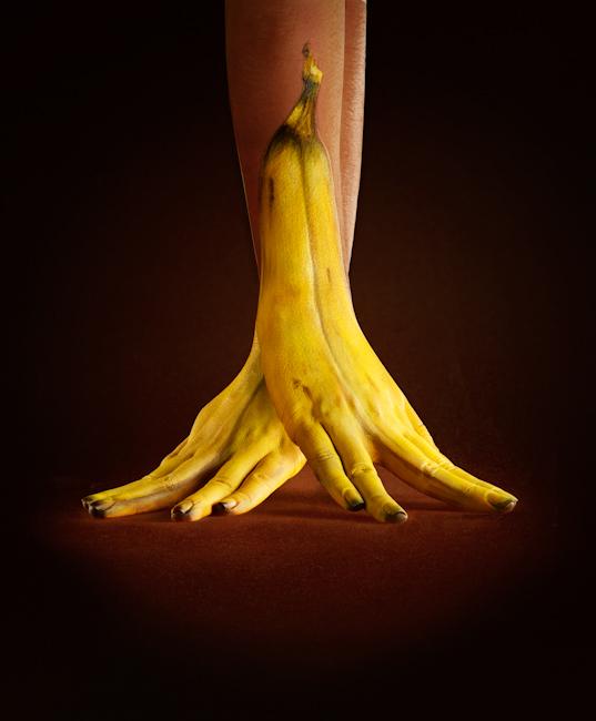 Illusion photo et peinture sur main par Ray Massey : 01 banane