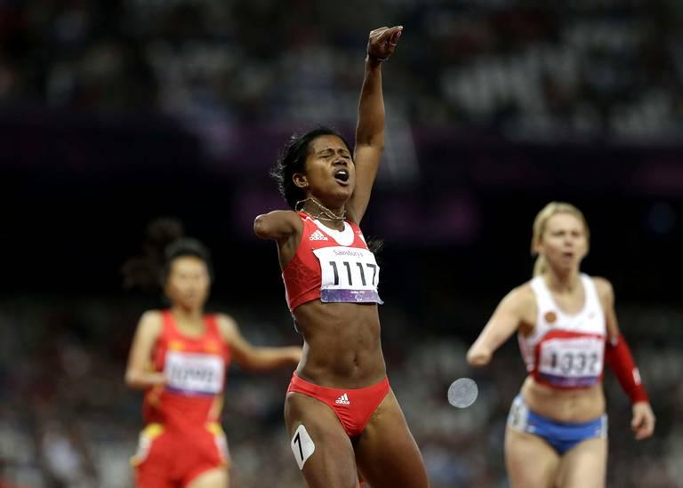Yunidis Castillo (Cuba) victoire sur 200m T46.