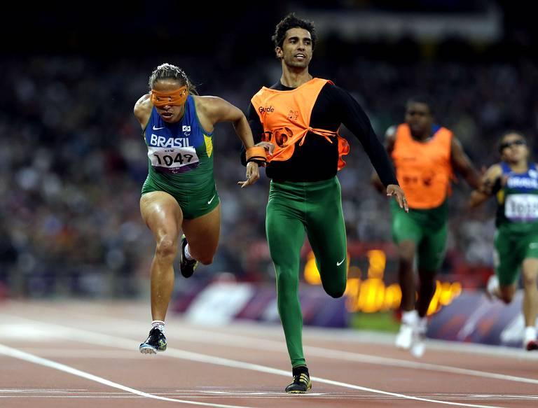 Terezinha Guilhermina (Brésil) remporte la finale du 200m T11.