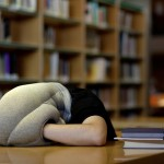 Ostrich Pillow : oreiller mobile pour faire la sieste partout par Kawamura-Ganjavian 02