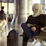 Ostrich Pillow : oreiller mobile pour faire la sieste partout par Kawamura-Ganjavian 08