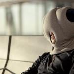 Ostrich Pillow : oreiller mobile pour faire la sieste partout par Kawamura-Ganjavian 09