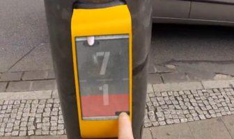 streetprong, le jeu video pour pietons en attente du feu rouge.