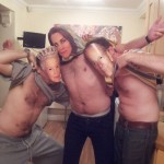 Tétons à l'air pour Kate : les anglais posent seins nus pour soutenir Kate Middleton 03