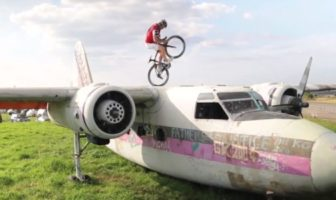 Martyn Ashton fait du VTT trial avec un vélo de course [Insolite]