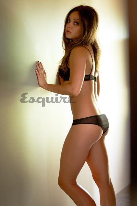 Mila Kunis en lingerie sexy noire. Femme vivante la plus sexy en 2012. Sexiest Woman Alive 2012. Mila Kunis dans Esquire.