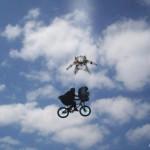 Parodie Red Bull Stratos. Détournement du saut de Felix Baumgartner depuis l'espace. Humour ET Spielberg.