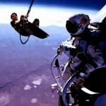 Parodie Red Bull Stratos. Détournement du saut de Felix Baumgartner depuis l'espace. Humour kite surf.