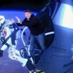Parodie Red Bull Stratos. Détournement du saut de Felix Baumgartner depuis l'espace. Humour poussé fail.