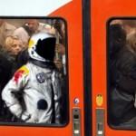 Parodie Red Bull Stratos. Détournement du saut de Felix Baumgartner depuis l'espace. Humour rer b.