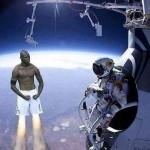 Parodie Red Bull Stratos. Détournement du saut de Felix Baumgartner depuis l'espace. Humour Super mario balotelli.