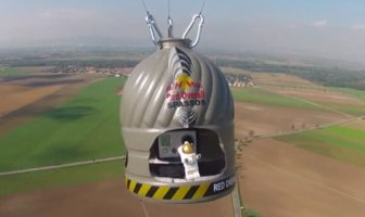 Parodie de Red Bull Stratos en Lego Stopmotion