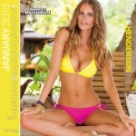Calendrier Sports Illustrated Swimsuit 2013. Janvier : Julie Henderson Sexy en bikini jaune et rose.
