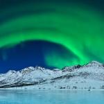 Aurore verte sur paysage de glace. Thilo Bubek : Aurora over ice.