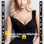 Affiche publicitaire campagne Wonderbra Decoder. Lingerie full effect. Application sexy pour déshabiller Adriana Cernanova avec votre smartphone.