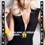 Affiche publicitaire campagne Wonderbra Decoder. Lingerie perfect plunge. Application sexy pour déshabiller Adriana Cernanova avec votre smartphone.
