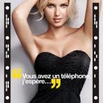 Affiche publicitaire campagne Wonderbra Decoder. Lingerie perfect strapless. Application sexy pour déshabiller Adriana Cernanova avec votre smartphone.