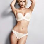 Adriana Cernanova sexy en lingerie perfect strapless. Application sexy Wonderbra Decoder.