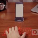 Le Samsung Galaxy S4 et son socle avec clavier à projection laser intégré.