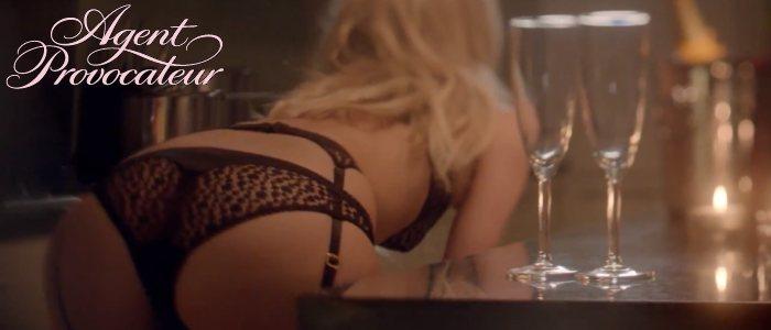 Poppy Delevingne nue sexy en lingerie Agent Provocateur. Pub Saint-Valentin 2013.