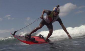 Kai Lenny sur un jet surf. Xtreme video sur à moteur.