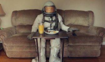 Tambourine : l'astronaute nostalgique de l'espace