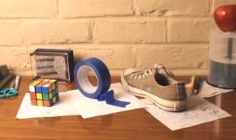 Dessin 3D : anamorphose d'un Rubik's cube, rouleau de ruban adhésif et d'une chaussure. Illusion d'optique de Brusspup.