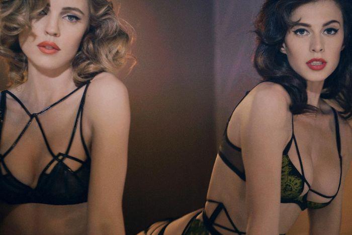 Melissa George (la blonde) et Elettra Wiedemann (la brune) ultra sexy en lingerie agent provocateur.