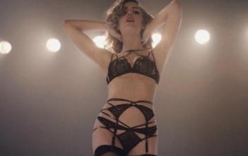 Melissa george sexy en lingerie agent provocateur dans la pub control yourself