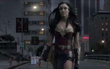 Rileah Vanderbilt joue Wonder Woman