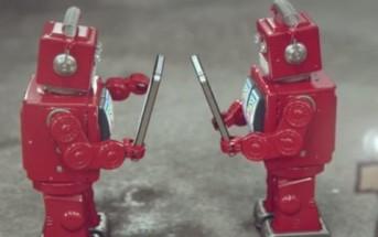 iDiots : des petits robots rouges caricaturent les fans d'iPhone