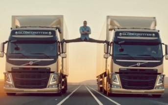 Jean-Claude Van Damme réalise un grand écart entre 2 camions Volvo