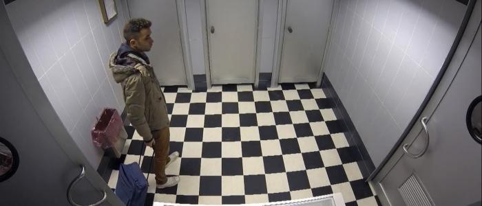 sexe fessee camera cachee toilette