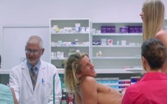 Un couple essaye des préservatifs à la pharmacie [Pub GetNAKED]