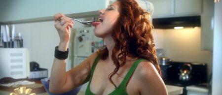 actrice porno dans une pub de yaourt - cover