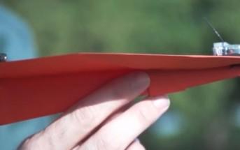 PowerUp : un avion en papier téléguidé via un smartphone