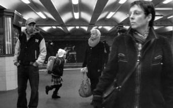Les usagers du métro vus en slowmotion par Adam Magyar