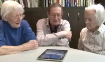 vieux-papy-grand-pere-ipad-tablette