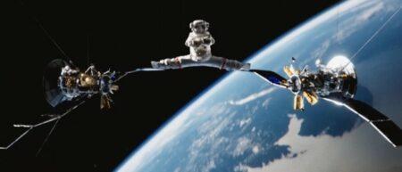 Zero Gravity Split : Jean-Claude Van Damme fait un grand écart dans l'espace entre 2 statellites - JCVD