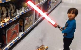 Action Movie Kid : un papa transforme son fils de 3 ans en super-héro